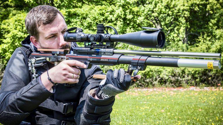 Anschütz 9015 ONE mit Hawke Sidewinder 10-50x60 Zielfernrohr AirGhandi mit Field Target Jacke