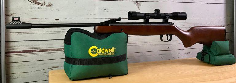 Diana 240 Classic mit Bullseye Zielfernrohr auf Caldwell Cadcu Gewehrunterlage