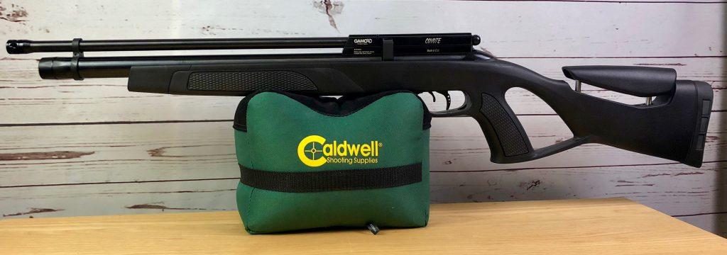 Gamo Coyote Black auf Caldwell Cadcu Gewehrunterlage