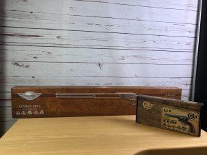 Kartons des Legends Cowboy Rifle Gewehrs Umarex Single Action Army Colt