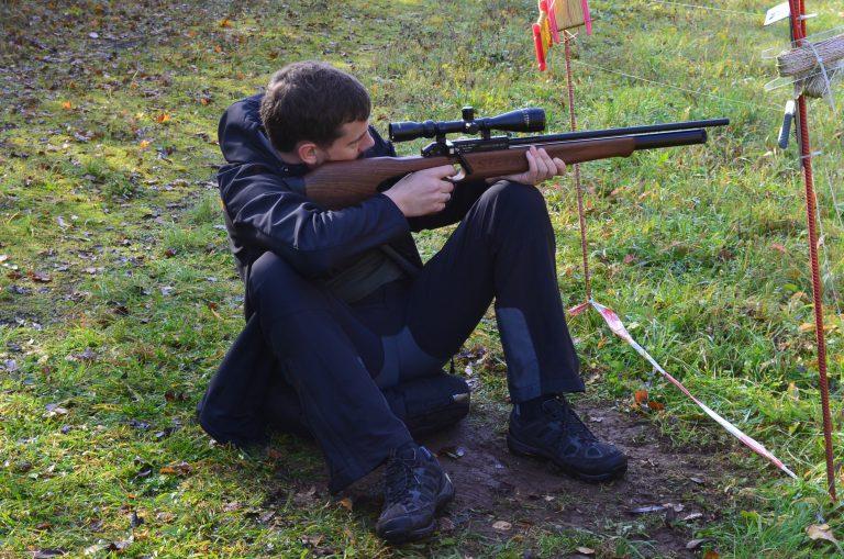 AirGhandi mit Steyr Hunting 5 Automatik im Field Target sitz