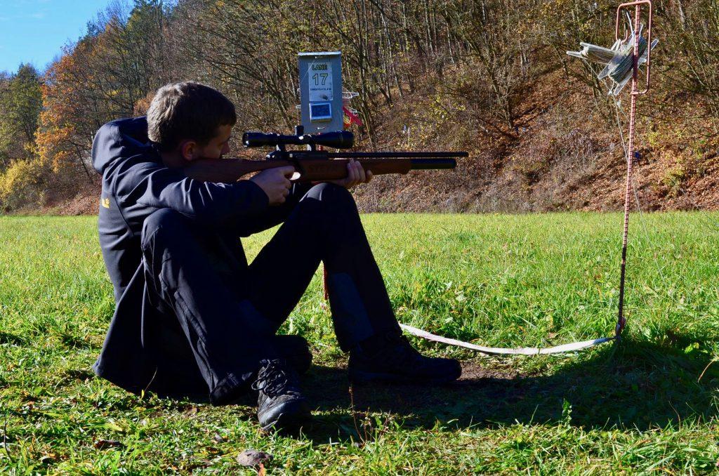 AirGhandi mit der Steyr Hunting 5 Automatik im Anschlag montiert ist ein Weihrauch 3-9x40 P Zielfernrohr