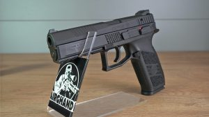 Airsoft Pistole CZ P-09 links vorne