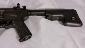 Ares AMOEBA M4 Schaftkappe offen Akku Anschluss