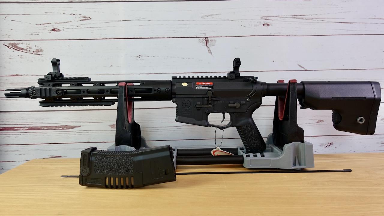 Ares AMOEBA M4 mit Magazin und Putzstock