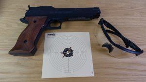 Sig Sauer ASP Super Target mit Schussergebnis und Wiley X Brille