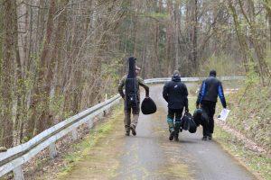 Vollbepackt den Weg zur nächsten Lane in Ebern Field Target