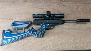 Pistolen Karabiner Weihrauch HW45 und Diana LP8 rechts von oben