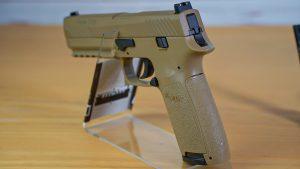 Sig Sauer P320 Co2 Pistole schräg hinten