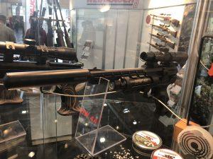 Luftpistole Weihrauch HW44 mit Zielfernrohr und Schalldämpfer